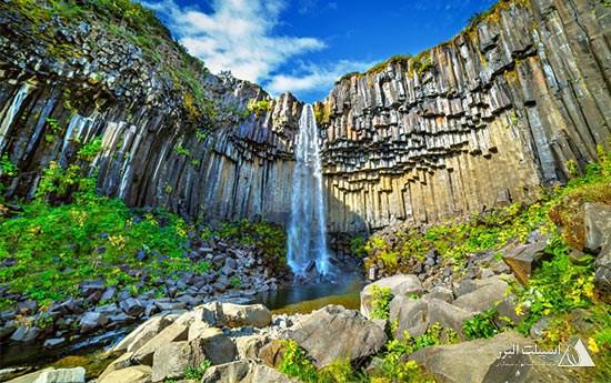آبشاری در آیسلند