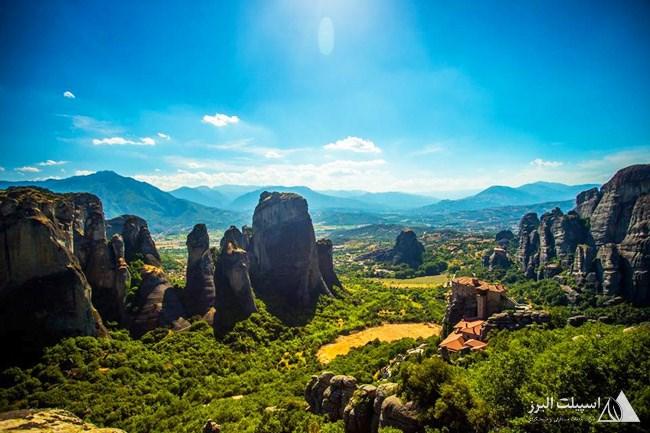 زیباترین چشمانداز یونان از فراز کوهستان متئورا دیده میشود.