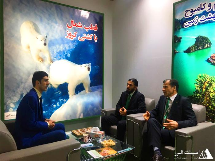 برگزاری جلسههای متعدد با مدیران و همکاران گردشگری