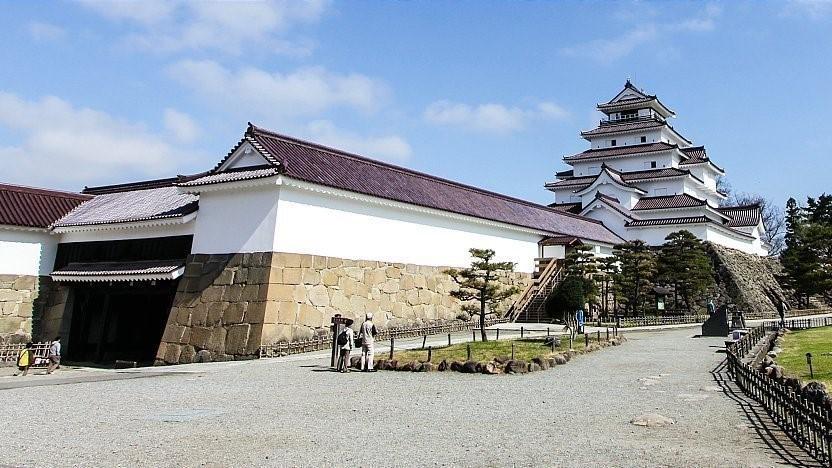 قلعهی تسوروگا