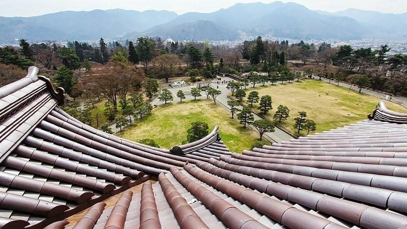 منظرهی پانورامیک از بالای قلعهی تسوروگا